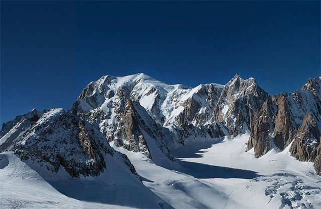 365-Gigapixel Panorama of Mont Blanc Becomes the World's Largest Photo