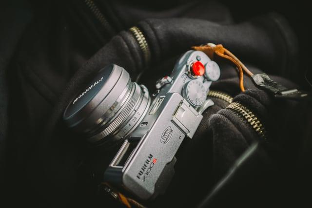 photographer-lens-analog-camera-fujifilm-2