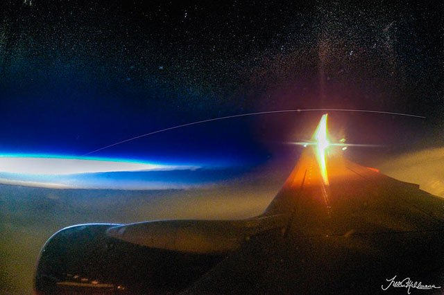 This Guy Photographed the ISS from an Airplane at 40,000 Feet