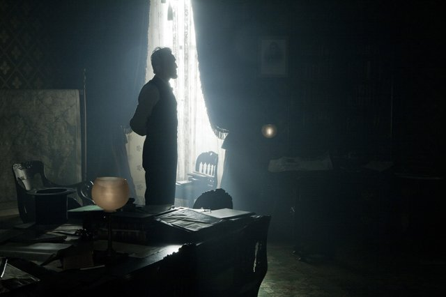 A still from Lincoln showing the work of cinematographer Janusz Kaminski