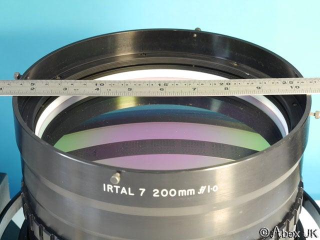Chiếc ống kính tiêu cự 200mm, mở khẩu chỉ f/1.0 sẽ trông như thế nào?? - 91671