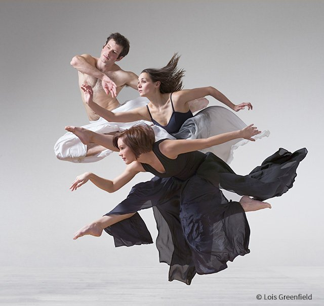 Photographer Lois Greenfield and Her Old-Fashioned Approach to 'Moving Stills'