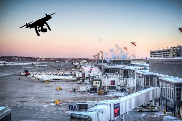 Sân bay lớn thứ hai nước Anh tê liệt vì drone lạ xâm nhập - Ảnh 1.