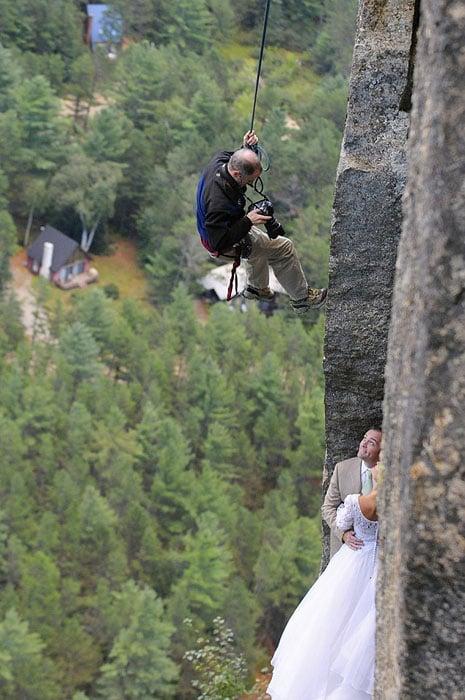 Độc đáo bộ ảnh cưới được thực hiện ở vách núi cheo leo, cao hơn 100 mét - 104481