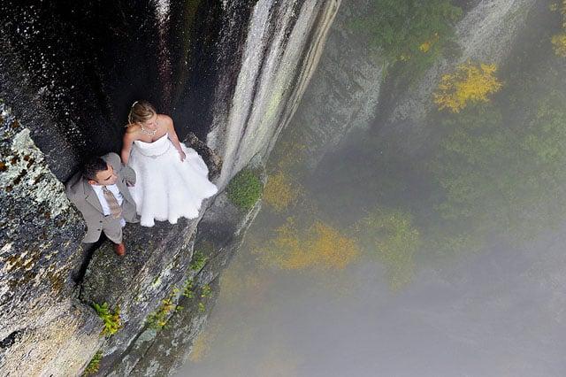 Độc đáo bộ ảnh cưới được thực hiện ở vách núi cheo leo, cao hơn 100 mét - 104480