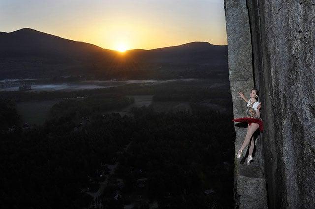 Độc đáo bộ ảnh cưới được thực hiện ở vách núi cheo leo, cao hơn 100 mét - 104488