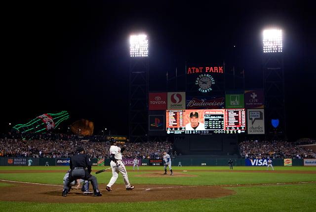 Barry Bonds hits #756, 2007. Photo by Brad Mangin.