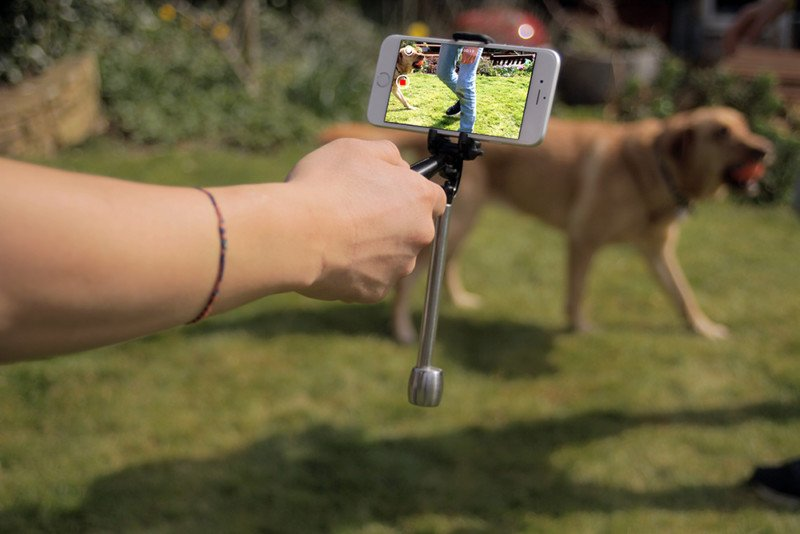 Smoovie: A Cheap, Pocket-Sized Stabilizer for Smartphones