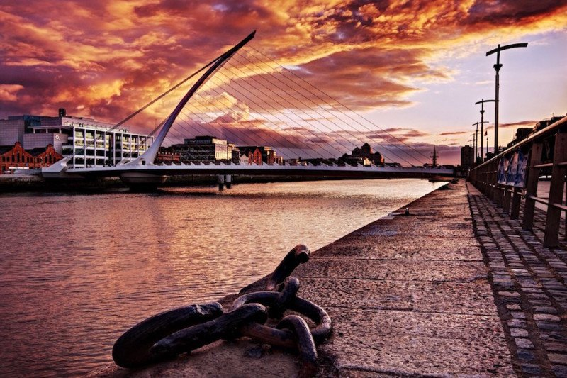samuel-beckett-bridge-at-sunset-dublin