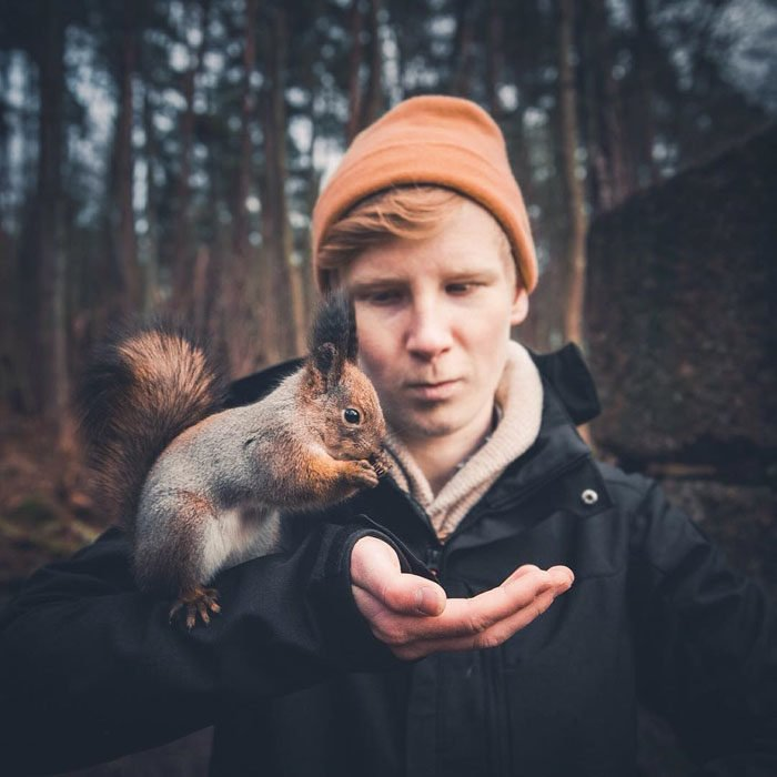 This Nature Photographer is an Animal Whisperer