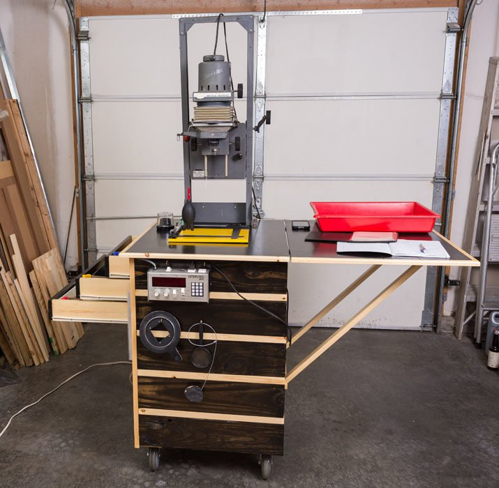 This Self-Contained Rolling Darkroom Takes Up Just 5 Square Feet