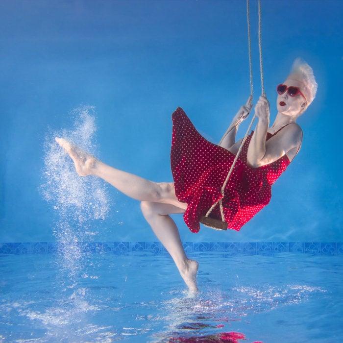 Swinging under the sea