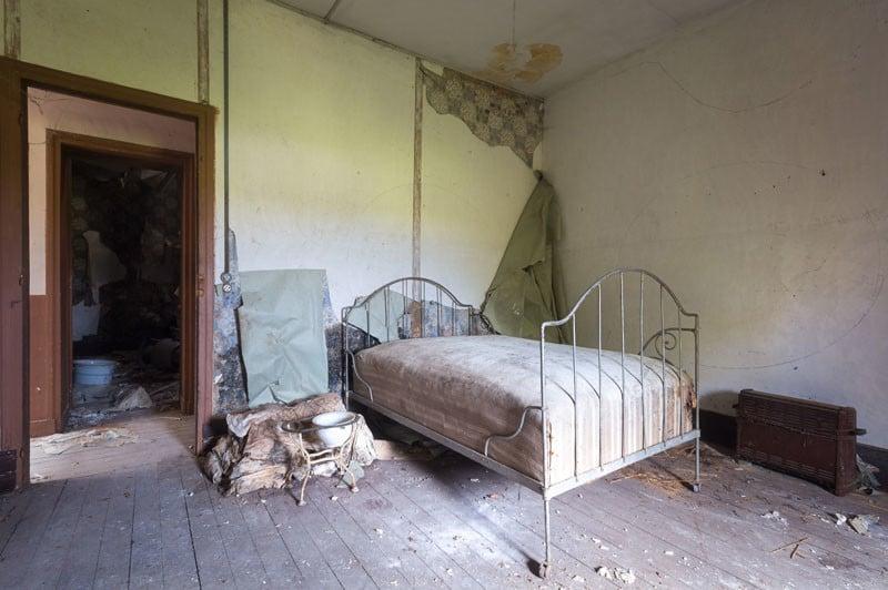 A simple bedroom.