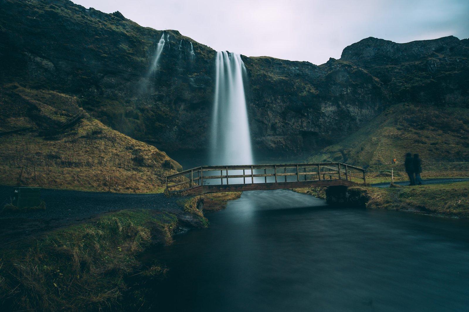 iceland-waterfall-bridge