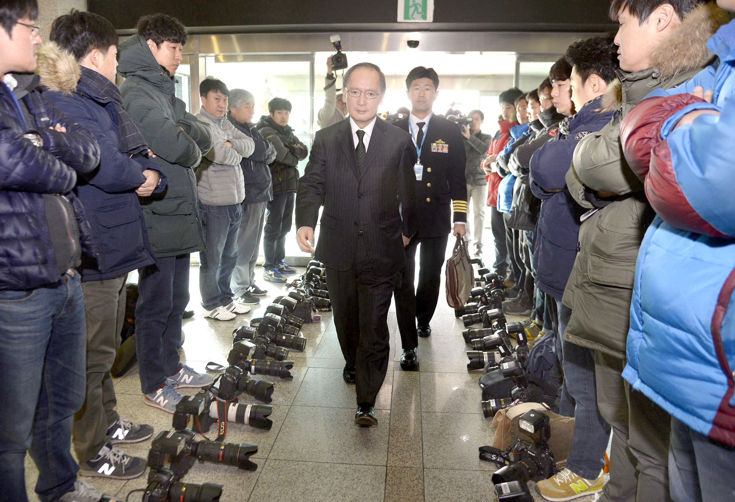 S. Korea, Japan sign pact on military intelligence sharing