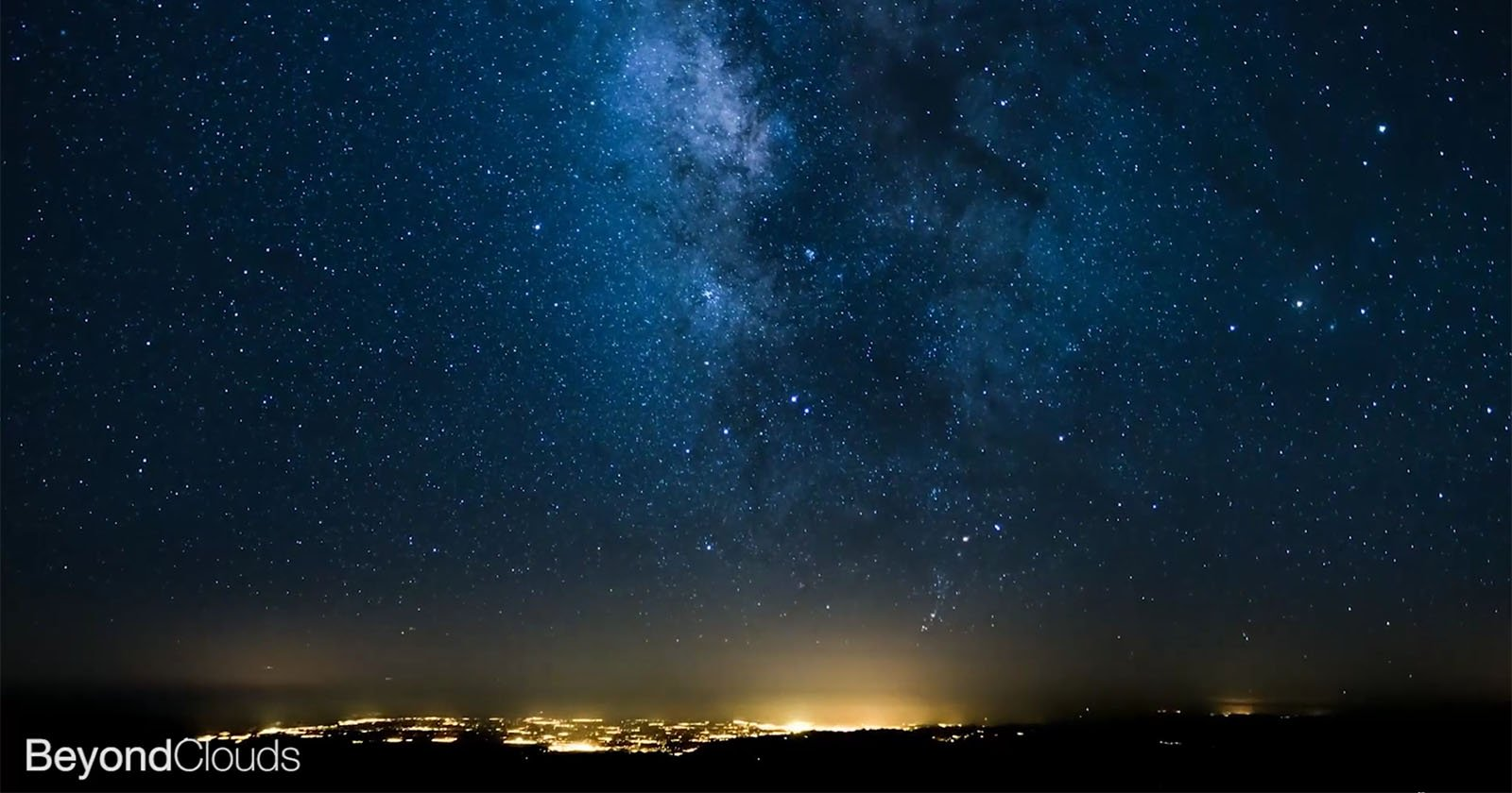 This Milky Way 'FlightLapse' Was Shot by an Airline Pilot