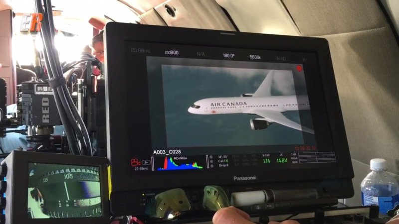 Watch an Air-to-Air Photo Shoot of a 787 Dreamliner