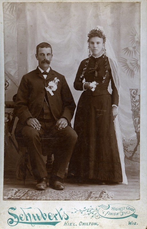 This is What Wedding Photos Looked Like in the Late 1800s