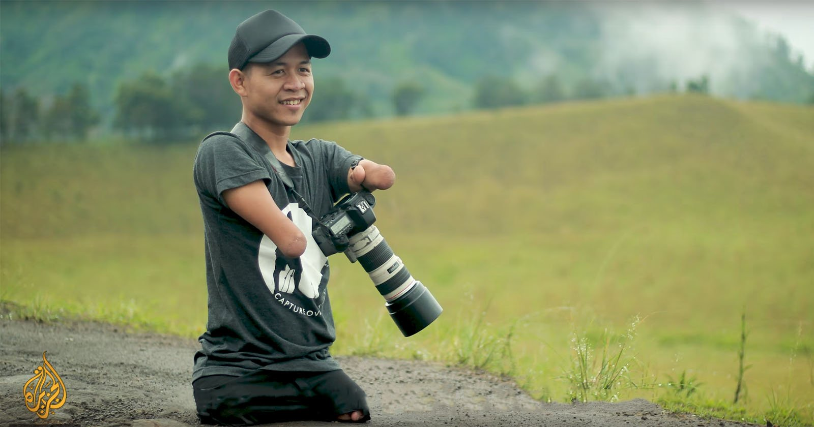 This Pro Photographer Was Born Without Hands and Legs