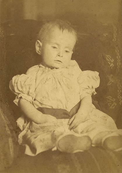 The Eerie Victorian Era Trend Of Family Death Portraits