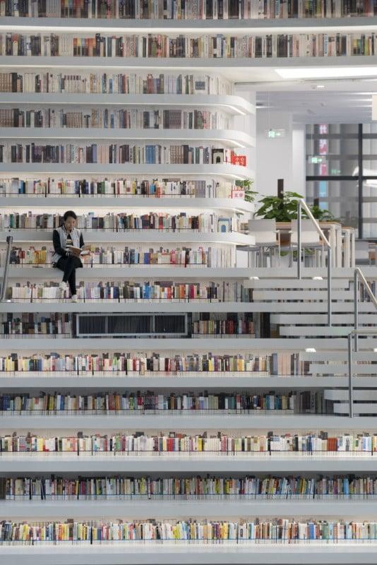 библиотека Tianjin Binhai в Тяньцзине, Китай