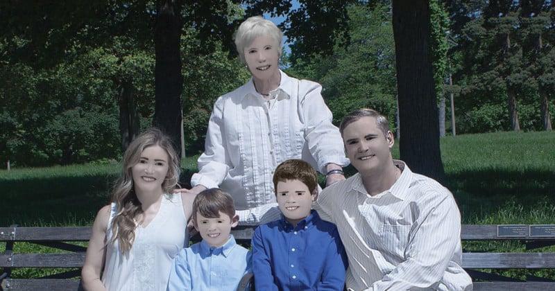 Hilariously Bad Family Photos Go Viral