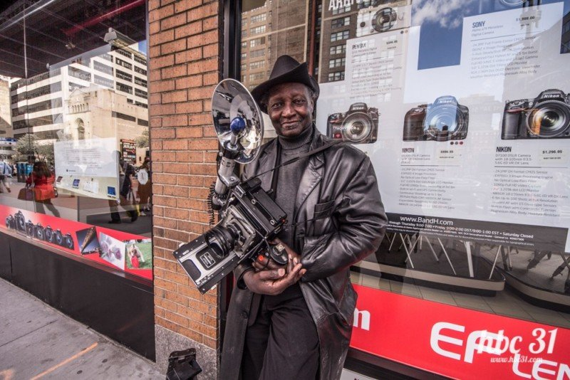 This Photographer Has Shot NYC with a 1940s Camera for 50+ Years