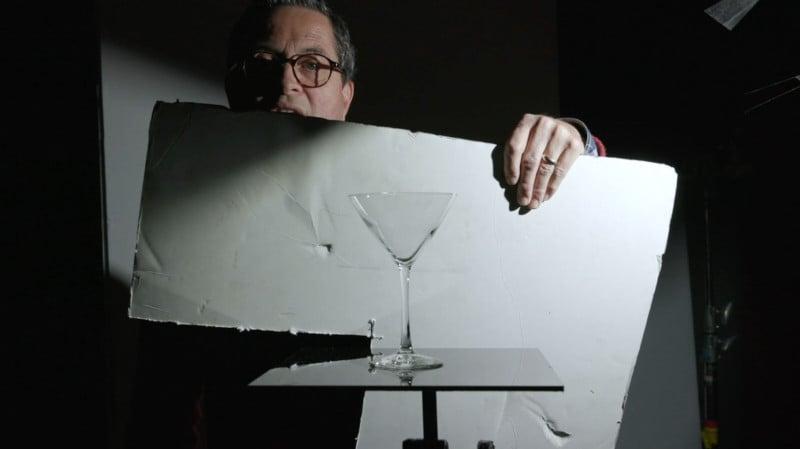 Wie man Glas in einem Studio beleuchtet