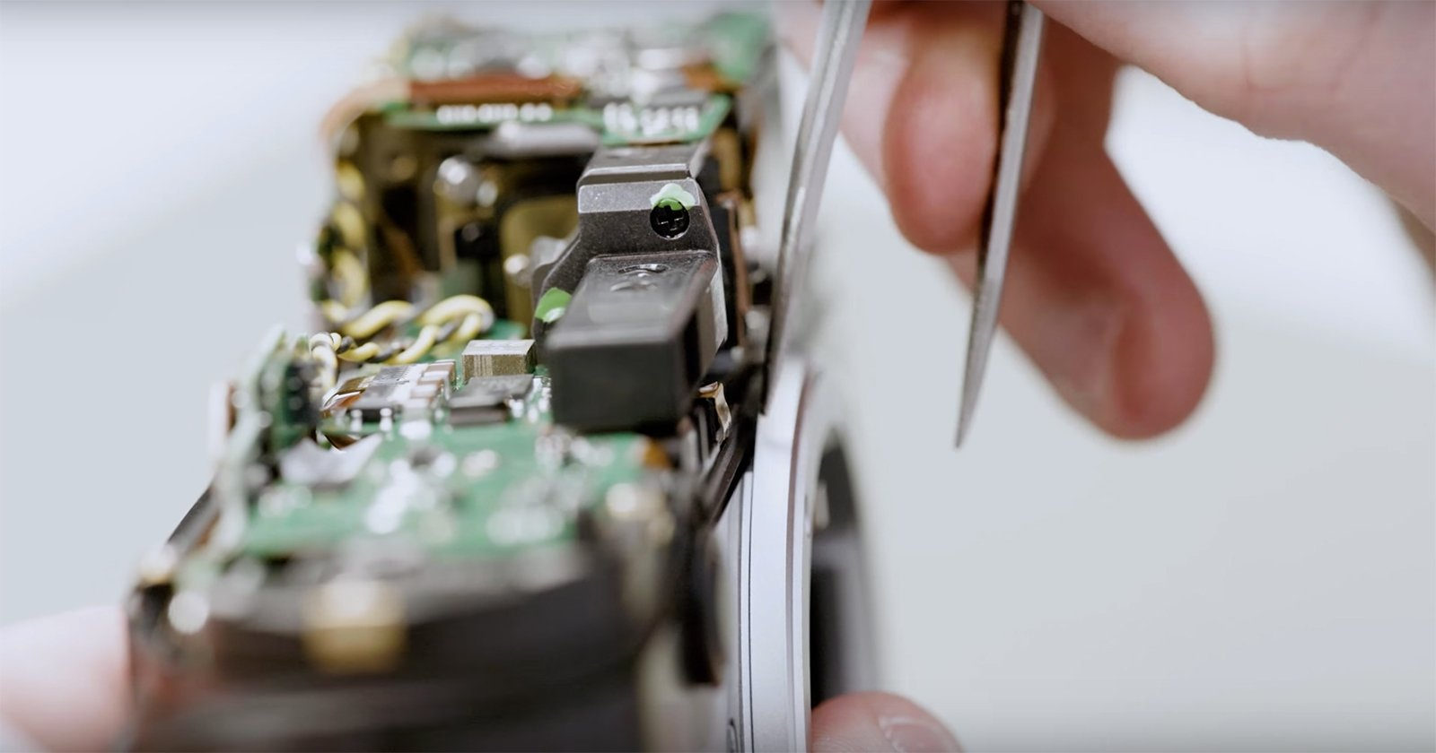 Beautiful Behind the Scenes Film Shows the Making of the Leica M10