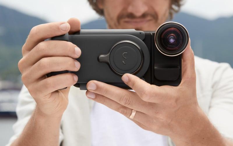 Acessório inovador deixa celular com a empunhadura igual de uma câmera profissional