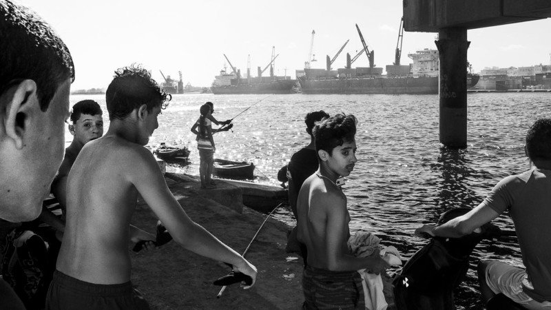 Gorgeous B&W Photos of Tunisian Kids Growing Up with the Sea 75