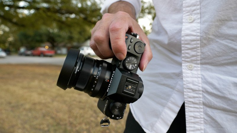 Fujifilm X-S10 Review: The Welterweight Challenger