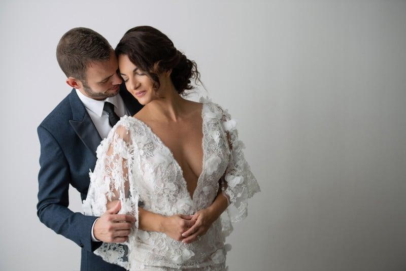posar parejas durante sesiones de fotos - Casados