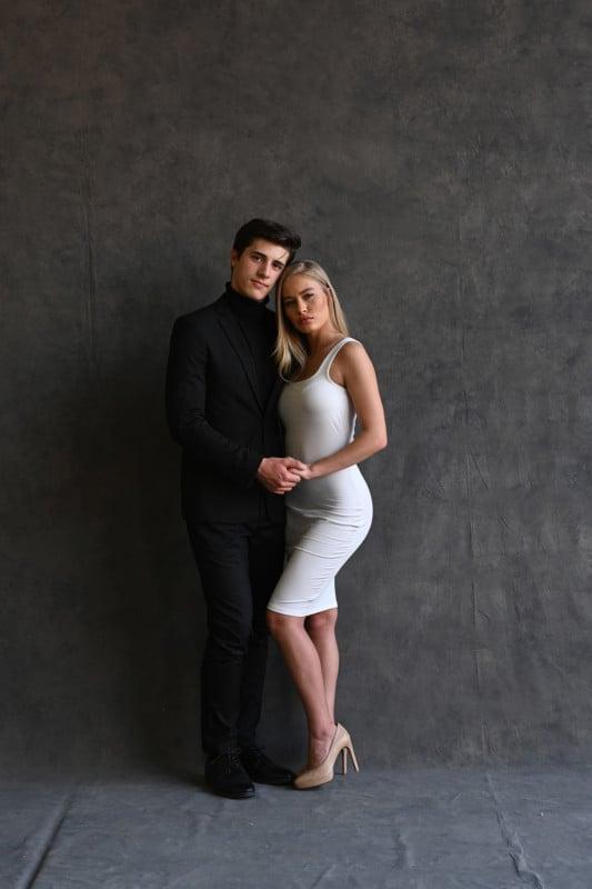 posar parejas durante sesiones de fotos - Enamorados