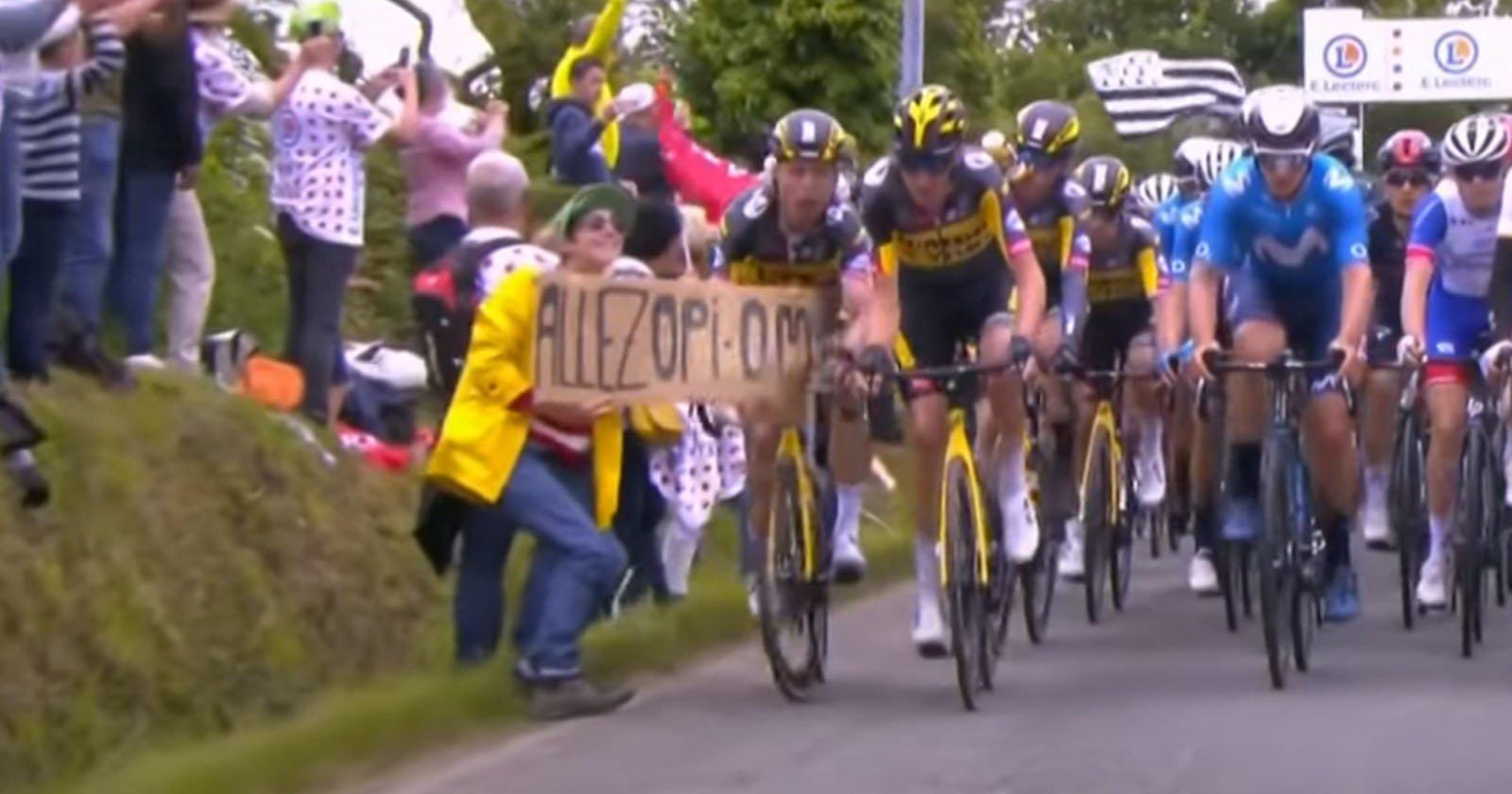 Fan in posa per la telecamera provoca un enorme naufragio al Tour de France