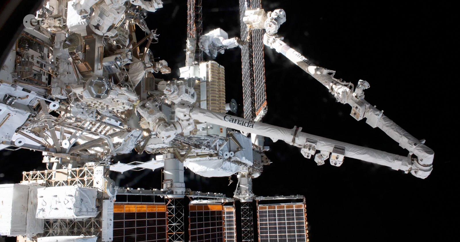Timelapse mostra come gli astronauti installano nuovi pannelli solari sulla ISS