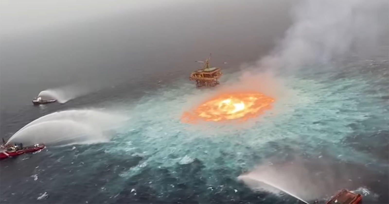 Scatti sbalorditivi dell'oceano in fiamme da una perdita di gas
