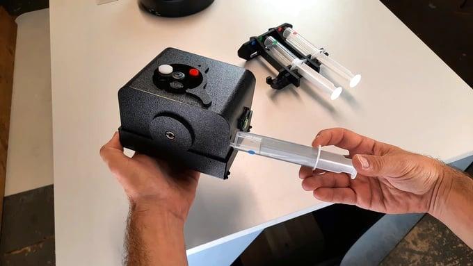 Pinsta Instant Camera: An Analog Micro Darkroom and Negative Enlarger 4