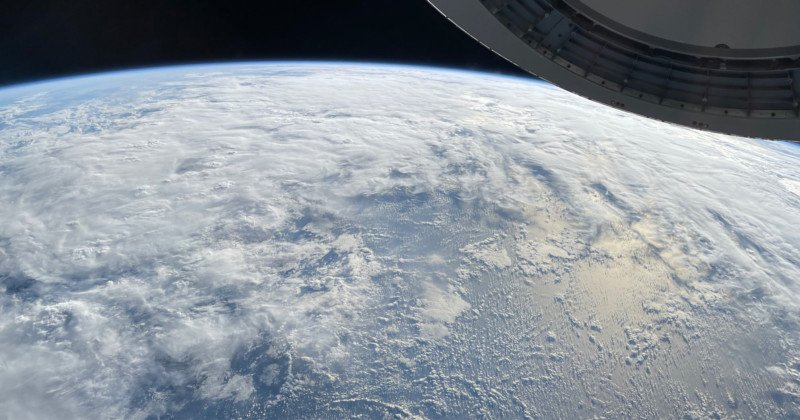SpaceX Astronaut Captures Stellar Photo of Earth, Shot on iPhone 1